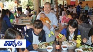 Chuyện đời thường của 16 trẻ chung một mẹ | VTC