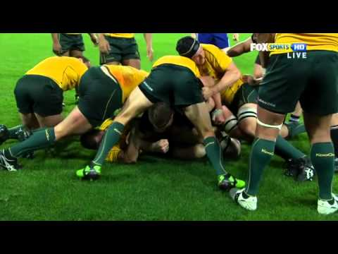 Quade Cooper 'slips' and falls on Richie McCaw's head