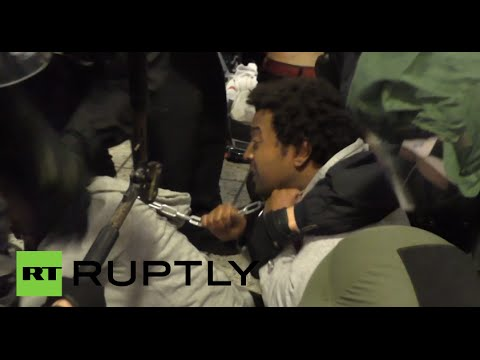 Chained Protest: Police clear out refugees resisting eviction in Berlin