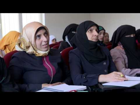 Syrian refugees in Turkey train for better jobs with their host communities