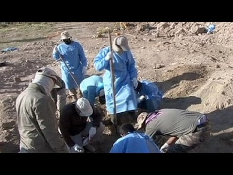 Iraq 'exhumes 470 bodies', thought to be victims of ISIL-led massacre