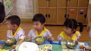 Giờ ăn trưa của Bé Trung Dũng tại trường Mầm non Hạnh Phúc