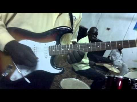 mayen kuol mayen playing guitar solo african music in south sudan hotel practies