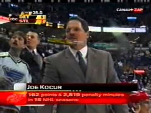 Detroit Red Wings-St Louis Blues scrum Mar 29, 2003