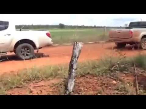 Toyota hilux vs Mitsubishi triton