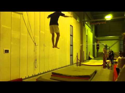 Triple salto avant