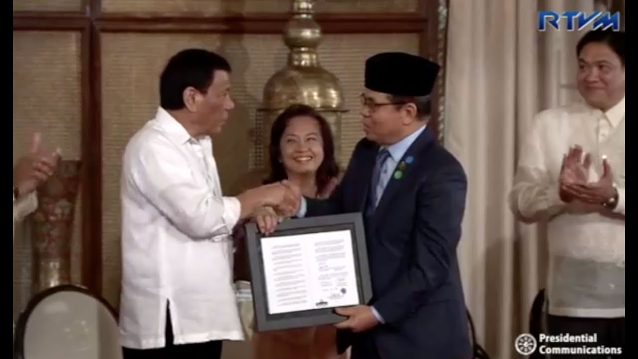 Duterte leads handover of Bangsamoro Organic Law to MILF chair Ibrahim
