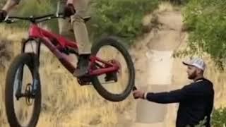 Video viral de la botella y la bicicleta