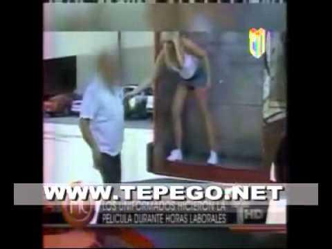 VIDEO Dos policías haciendo sexo con una modelo en plena vía publica!!!.mp4