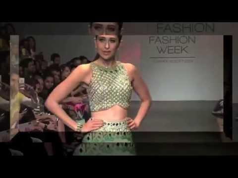 Karisma Kapoor Looks Stunning In Lehenga Choli | Hot Video video