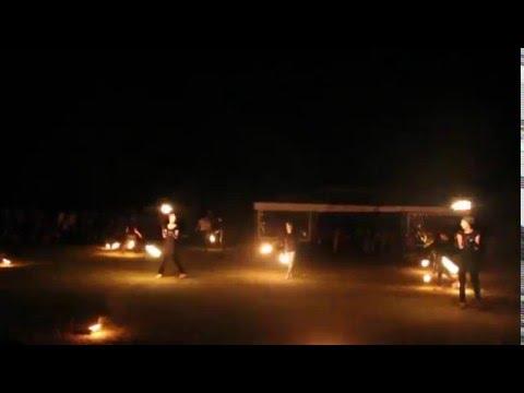 Фаер шоу (танцы с огнём) - очень красиво.