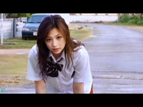【佐山彩香グラビア動画】佐山彩香-制服姿の日本一可愛いJKが雨に濡れる動画-そして・・画像