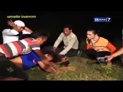 Dua Dunia - [Kang Ujang dikeroyok jin] - Bekas Galian Pasir Cimarati [Full Video] 4 Oktober 2013