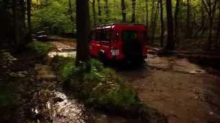Land rover defender vs lada niva extreme test