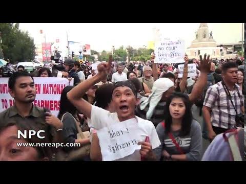 Thailand: Anti-coup protesters again at Bangkok's Victory Monument 26.05.2014 V3