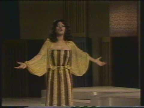 Fragmentos del programa 300 millones del año 1981, esto no lo tienen ni en los archivos de tve, ajajajaj, que epoca mas recordada. Por ser un video en formato VCR ( anterior al sistema Beta)...