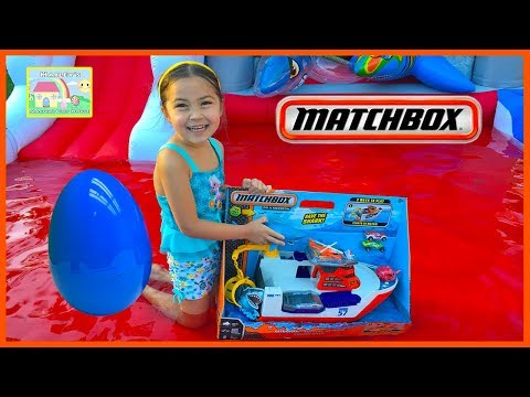 AWESOME MATCHBOX CARS BATH TOYS SHARK SHIP Really Floats! Huge Egg Surprise Toys Squid & Toy Car!