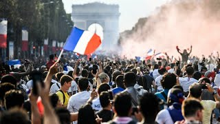 French football players received as heroes in Paris