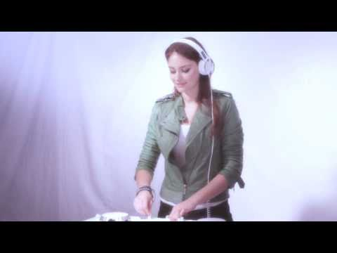 Miss Nine presents the CDJ-350-W & DJM-350-W