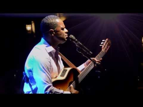 Brian McKnight - 6, 8, 12 (Official Live in Seattle)