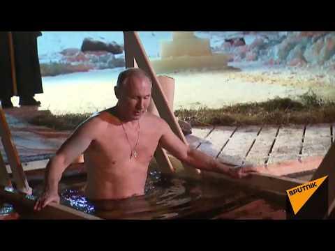 Владимир Путин окунулся в прорубь на Селигере на Крещения Господня