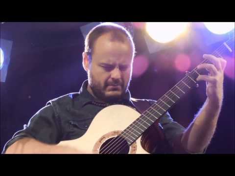 Andy McKee on touring Australia with Prince - Rylynn / Live January 2014