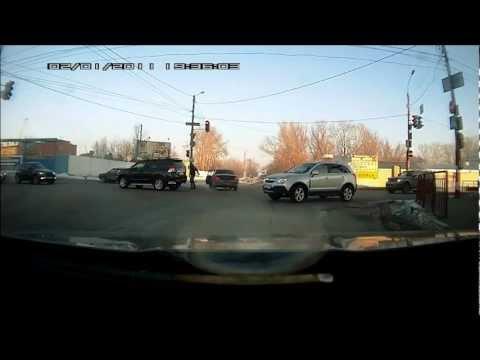 ДТП в Нижнем Новгороде, девушка едет на красный