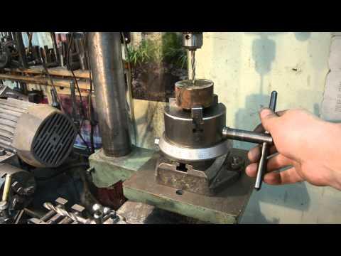 Интересное приспособление для токарного или сверлильного станка