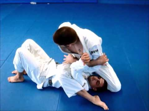 DRILLTOFLOW.COM GRAPPLERSPLANET.COM ARMBAR DRILL FROM MOUNT POSITION Image 1