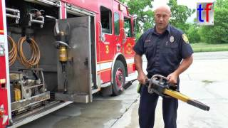 Detroit Fire Department: Firefighter Tom explains what a Squad does - SQUAD 3, 08/16/2016.