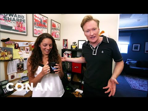 "Conan Hunts Down His Assistant's Stolen ""Gigolos"" Mug"