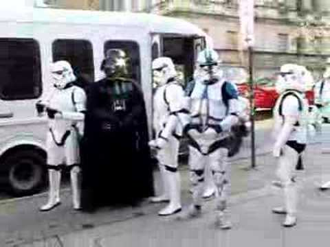Thumb Darth Vader tomando el bus con sus Storm Troopers