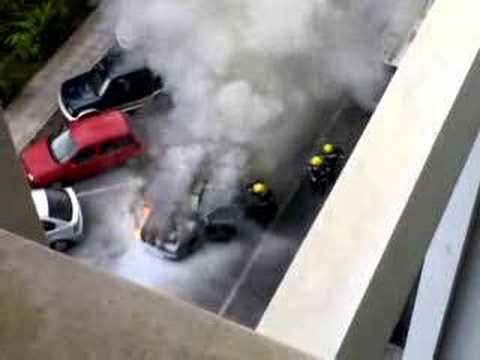 Carro a arder na UMa Video