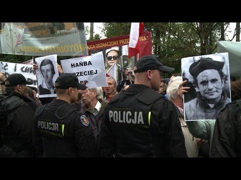 Hundreds jeer at burial of Poland's last communist leader