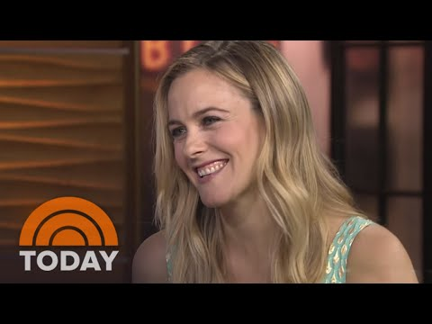 "Alicia Silverstone Reflects On ""Clueless"" Success 