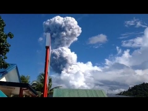 Philippines volcano spews giant cloud of ash