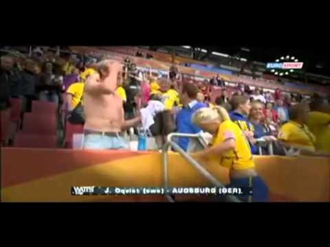 شاهد: لاعبه سويدية تخلع قميصها من أجل مشجع