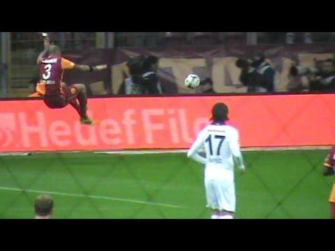 Felipe Melo topa yetişmek için Uçuyor
