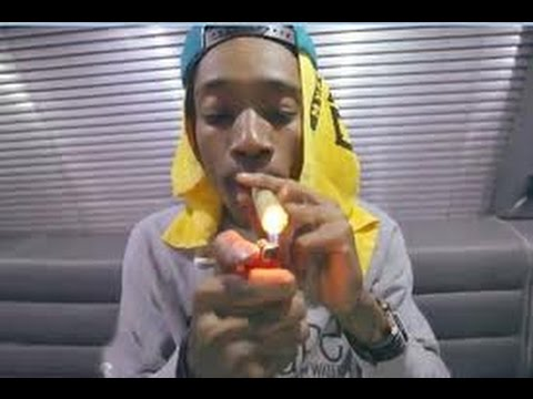 First time Wiz Khalifa smokes weed! (mac and devin go to high school)