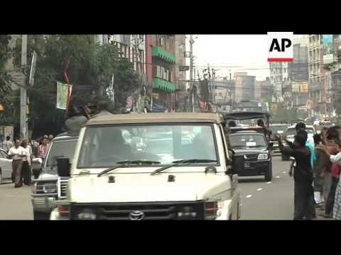 Opposition rally with thousands of vehicles in caravan across country
