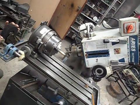 engrane helicoidal en un divisor universal