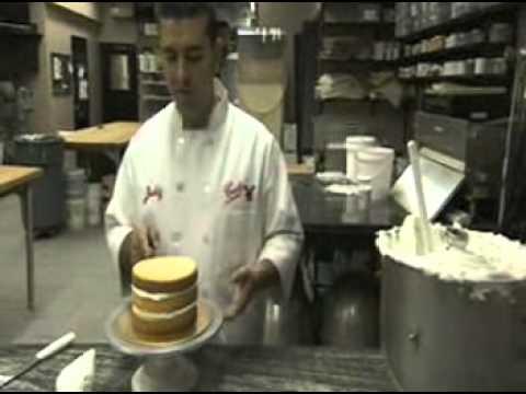 Cake Boss Icing A Cake Buddy Style : Icing a cake Buddy Valastro Style - YouTube
