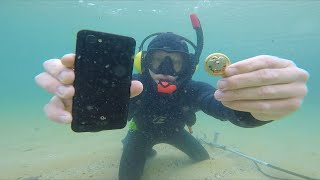 Underwater Metal Detecting Found Phone, Cash, Jewelery & What's That?