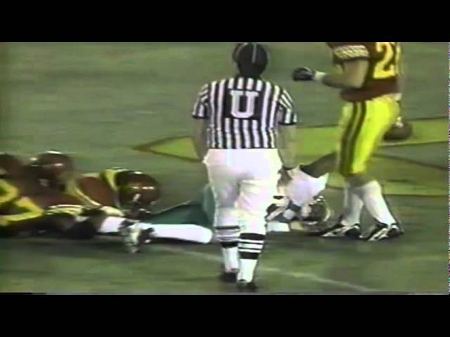 Oregon QB Akili Smith runs for a 4 yard touchdown vs. USC 10-25-1997