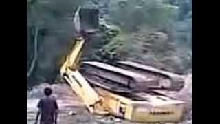 Excavator jatuh