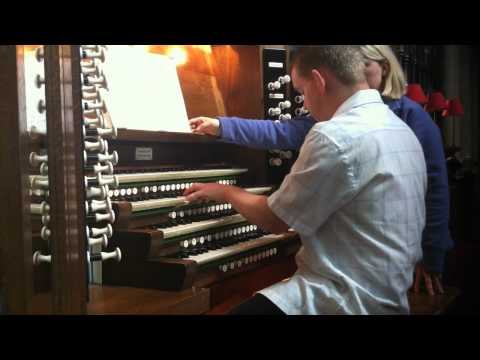 Keith Hearnshaw plays the Organ at Bridlington Priory