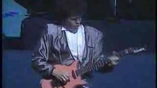Download Lagu Robert Palmer - Addicted To Love (Live) Gratis STAFABAND