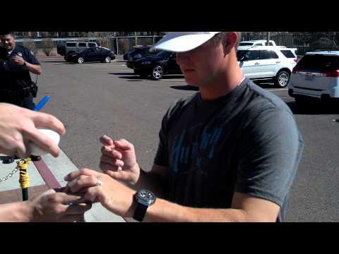 Matt Cain signing autographs
