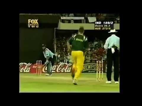 Sachin Tendulkar almost hits Saurav Ganguly Vs Australia at Sharjah in 1998