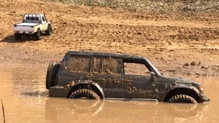 RC Toyota LC70 (killerbody) & Mitsubishi Pajero II in hard mud